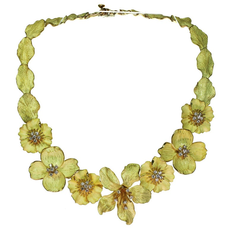 Brilliant Cut Tiffany & Co. Dogwood Flower Diamond Yellow Gold Necklace and Earring Set For Sale