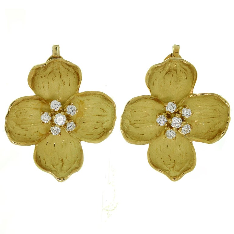 Tiffany & Co. Dogwood Flower Diamond Yellow Gold Necklace and Earring Set In Excellent Condition For Sale In New York, NY