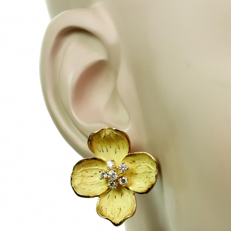Women's Tiffany & Co. Dogwood Flower Diamond Yellow Gold Necklace and Earring Set For Sale
