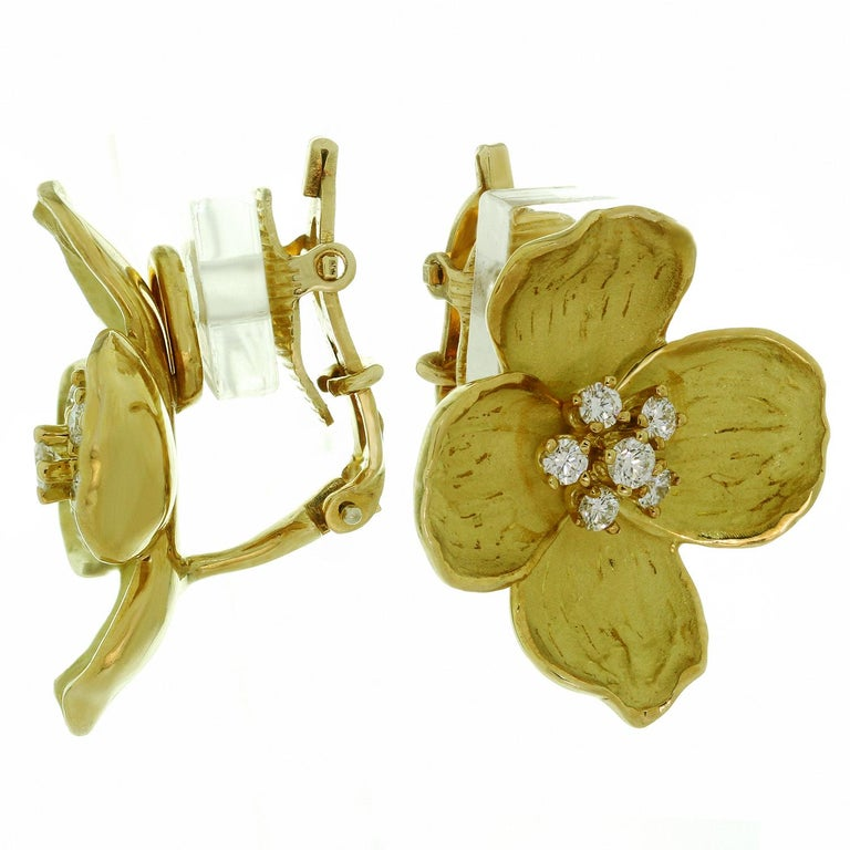Tiffany & Co. Dogwood Flower Diamond Yellow Gold Necklace and Earring Set For Sale 2