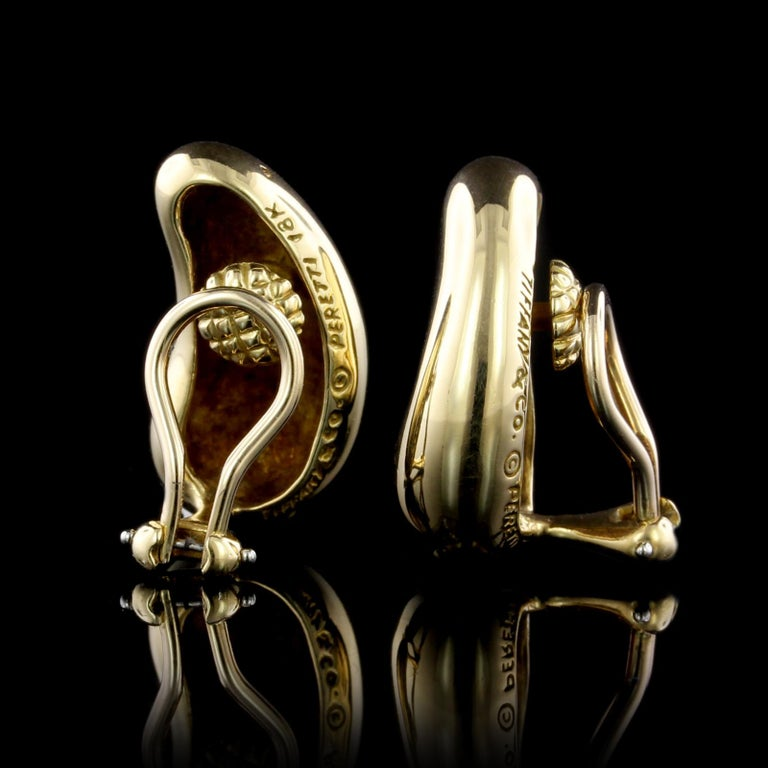 Tiffany & Co. Elsa Peretti 18 Karat Yellow Gold Bean Earrings In Excellent Condition For Sale In Nashua, NH
