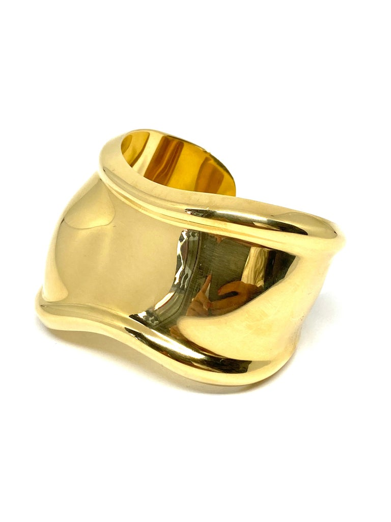Tiffany & Co. Elsa Peretti Yellow Gold Small Bone Cuff Bangle Bracelet  In Excellent Condition In  Beverly Hills, CA