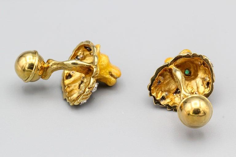 Round Cut Tiffany & Co. Emerald Diamond and Enamel 18 Karat Gold Lion Cufflinks For Sale