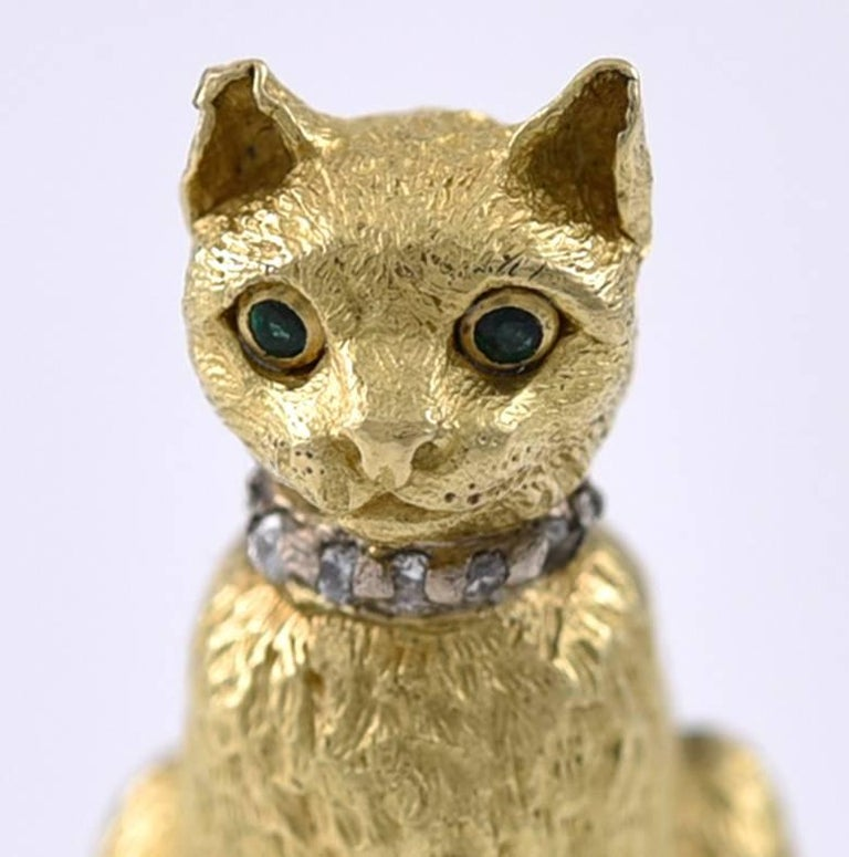 Tiffany & Co. Emerald Eyed Gold Cat Brooch  In Good Condition For Sale In London, GB
