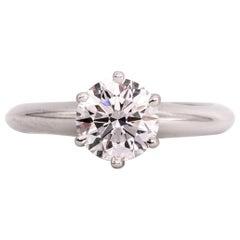 Tiffany & Co. Verlobungsring mit 1,02 Carat runder Brilliant Mitte in Platin