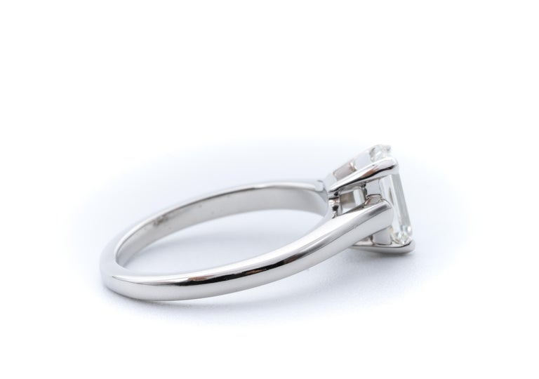 Contemporary Tiffany & Co. Engagement Ring with 1.07 Carat Emerald Cut Centre in Platinum For Sale