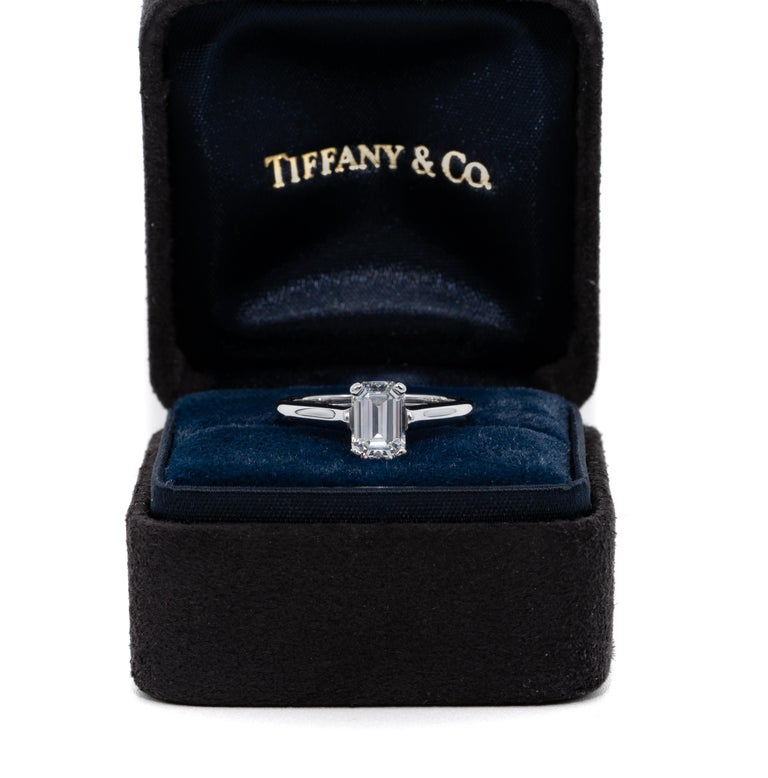 Tiffany & Co. Engagement Ring with 1.07 Carat Emerald Cut Centre in Platinum For Sale 1