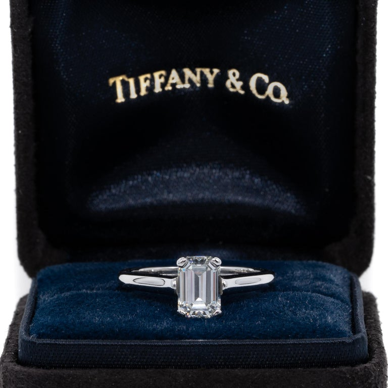 Tiffany & Co. Engagement Ring with 1.07 Carat Emerald Cut Centre in Platinum For Sale 3