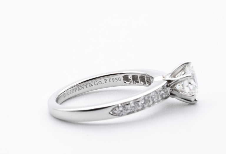 Tiffany & Co. Engagement Ring with .85 Carat Round Brilliant Centre in Platinum In Excellent Condition For Sale In New York, NY