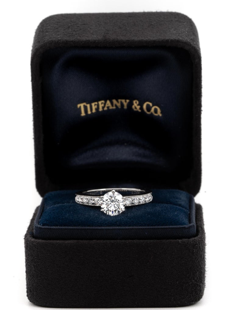 Tiffany & Co. Engagement Ring with .85 Carat Round Brilliant Centre in Platinum For Sale 2