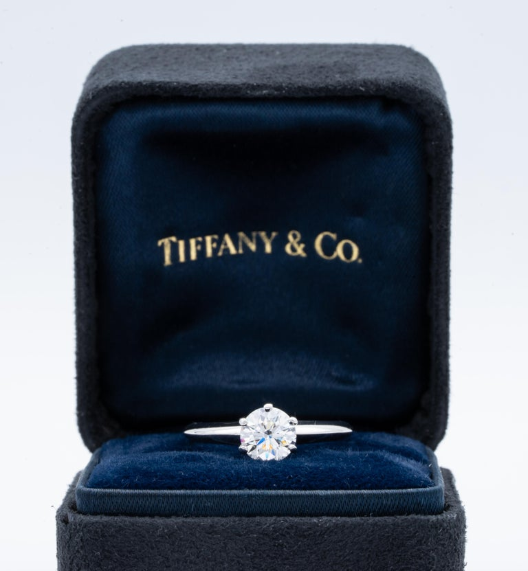 Women's or Men's Tiffany & Co. Engagement Ring with .92 Carat Round Brilliant Centre in Platinum