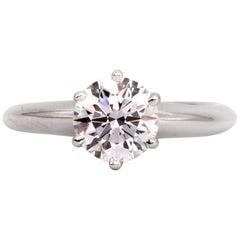 Tiffany & Co. Verlobungsring mit 0.92 Karat rundem Brillanten im Zentrum in Platin