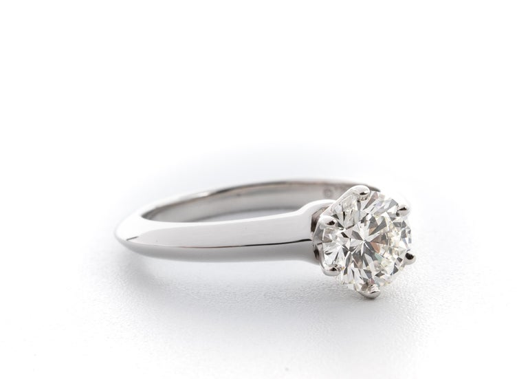 Contemporary Tiffany & Co. Engagement Ring with .96 Carat Round Brilliant Centre in Platinum For Sale