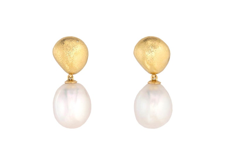 Contemporary Tiffany & Co. Gold and South Sea Pearl Drop Earrings