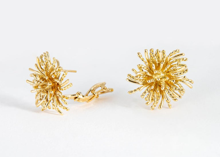 Tiffany & Co. Gold Anemone Earrings In Excellent Condition For Sale In Atlanta, GA