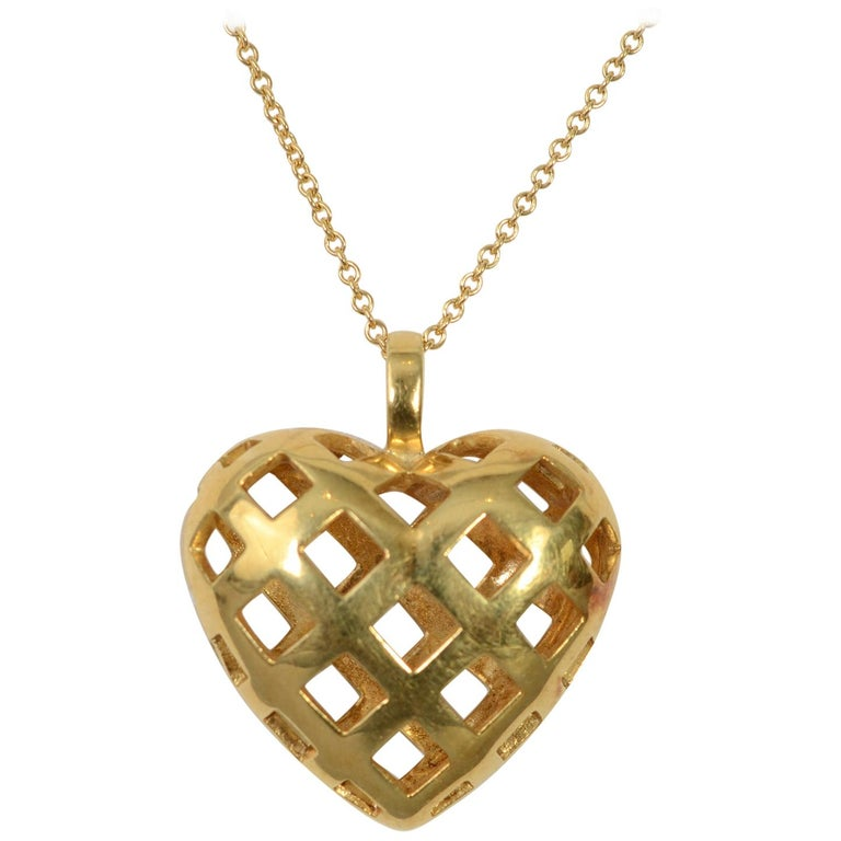 5323cab518c57 Tiffany & Co. Gold Woven Heart Pendant Necklace