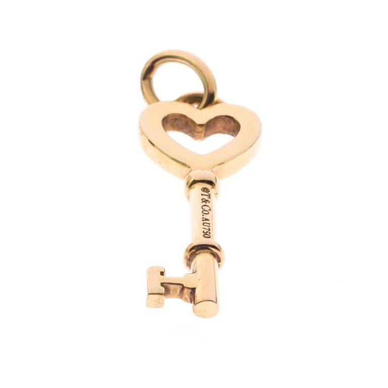 Tiffany & Co. Heart Key 18k Yellow Gold Mini Pendant In Good Condition For Sale In Dubai, Al Qouz 2