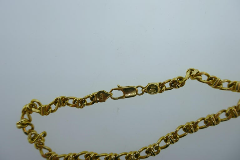 Tiffany & Co. Italy 18 Karat Yellow Gold Chain Link Necklace circa 1980s Vintage In Excellent Condition For Sale In Beverly Hills, CA