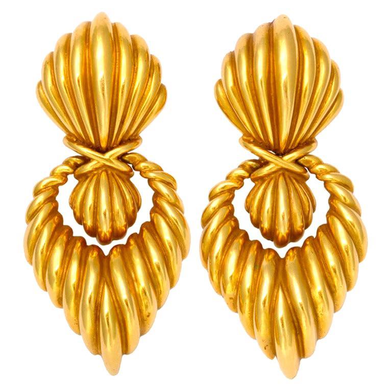 Tiffany & Co. Long Door Knocker Fluted Gold Ear Clips