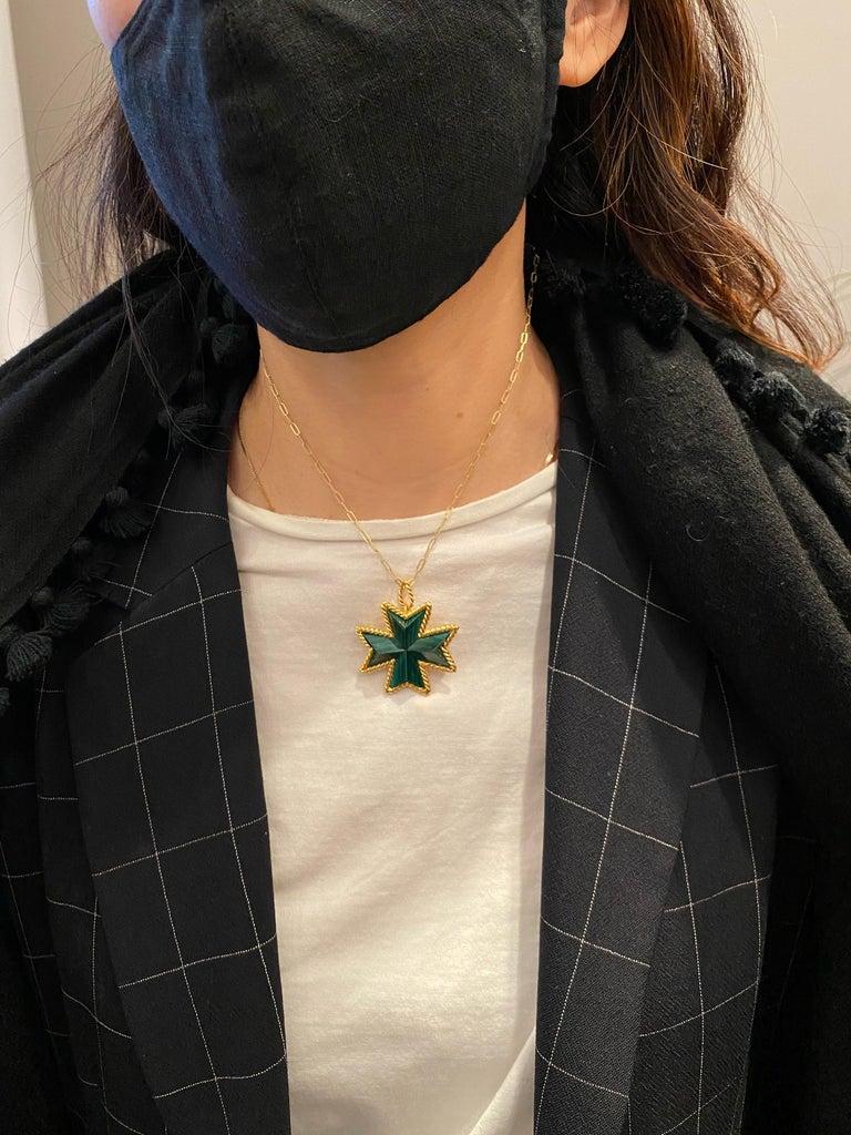 Tiffany & Co. Malachite Yellow Gold Pin Pendant Maltese Cross Brooch Clip For Sale 1