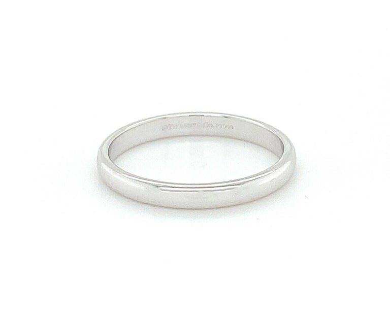 Tiffany & Co. Mens Comfort- fit wedding band in High-polished Platinum. No stones Width is 3mm and size is 10.5.  Fully hallmarked.    Stamp: Tiffany & Co.PT950  Weight: 5.4 grams Size: 10.5 ( Can be resized) Retails: $1,450   *Expertly cleaned and