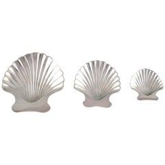 Tiffany & Co. 'New York', Three Silver Bowls on Feet Shaped as Seashells