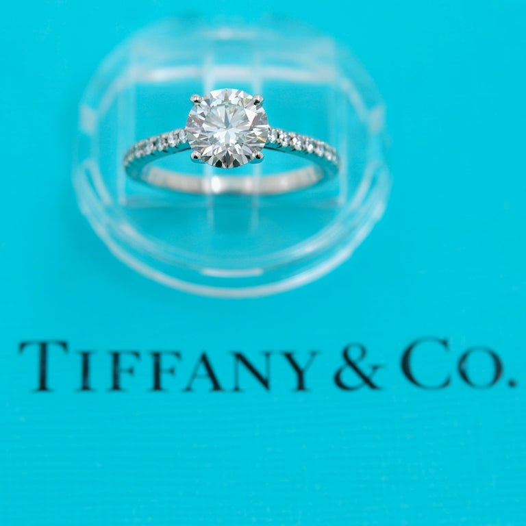 Tiffany & Co. Novo Round Diamond Engagement Ring 1.21 Carat in Platinum In Excellent Condition For Sale In San Diego, CA