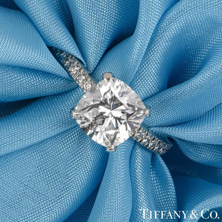 Tiffany & Co. Platinum Cushion Cut Diamond Novo Ring 2.22 Carat G/VVS1 In Excellent Condition For Sale In London, GB