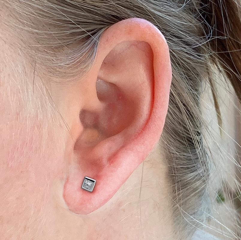 1 CARAT TW DIAMOND EARRINGS. From