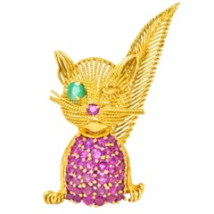 Tiffany & Co. Retro 5.45 Carats Ruby Emerald 18 Karat Gold Winking Cat Brooch
