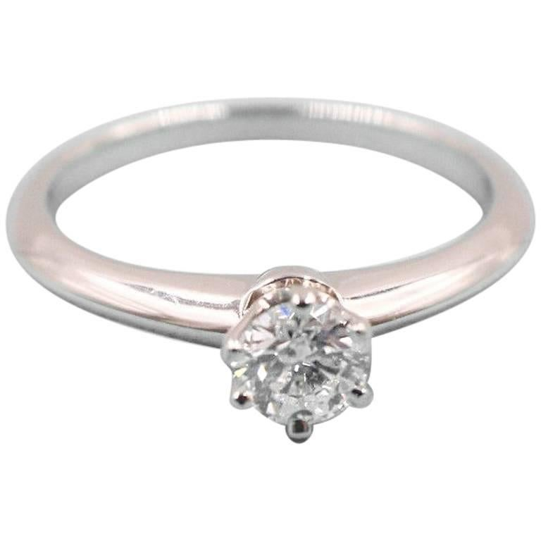 Tiffany & Co. Round Brilliant Diamond 0.28 Carat Platinum Engagement Ring Papers For Sale