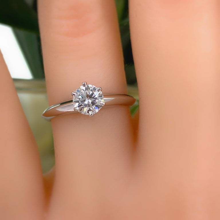 Women's or Men's Tiffany & Co. Round Diamond 0.60 Carat I VVS1 Solitaire Platinum Engagement Ring For Sale