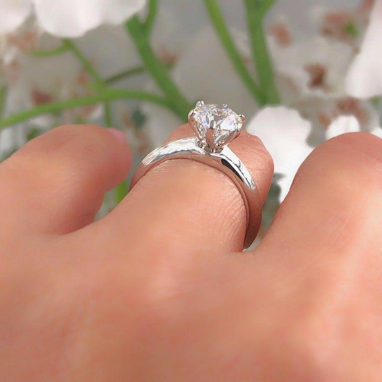 Tiffany & Co. Round Diamond Engagement Ring 1.23 Carat GVS2 Platinum For Sale 1