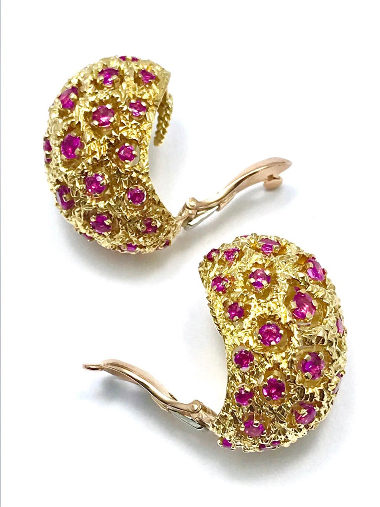 This is a great pair of Tiffany & Co. round cut Ruby and 18 karat yellow gold domed clip earrings.  The earrings contain 44 round Rubies combining for a total weight of 3.00 carats, they are all prong set throughout, with the gold mimicking a coral