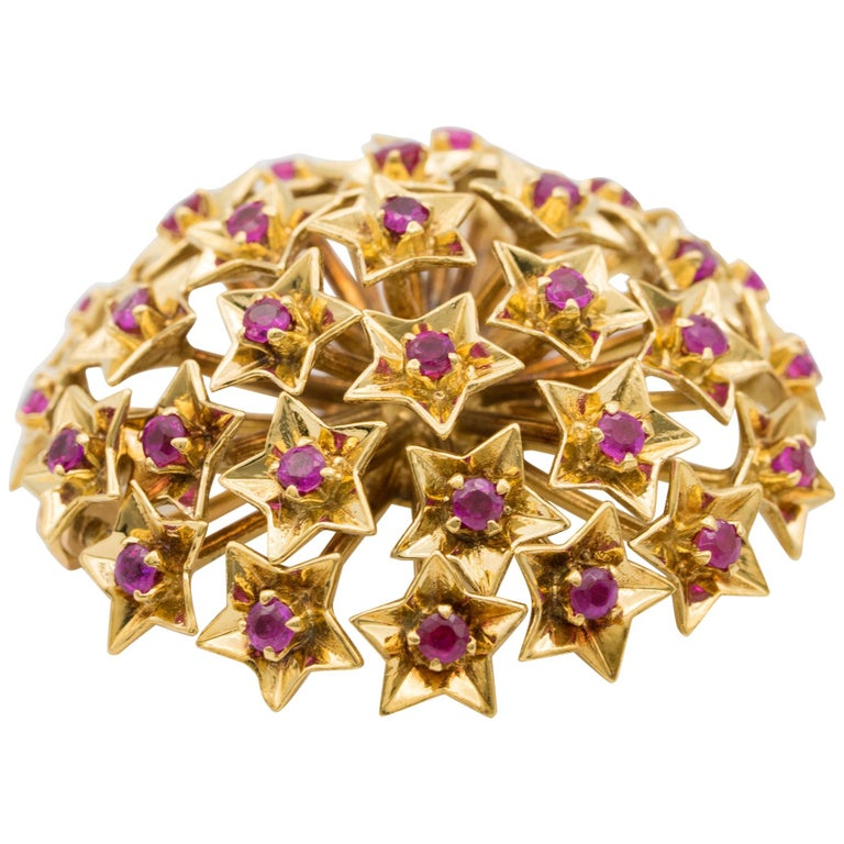 Tiffany & Co. Ruby Brooch in 14 Karat Yellow Gold, circa 1940s For Sale
