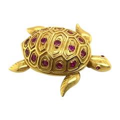 Tiffany & Co. Ruby Turtle Brooch 18 Karat Yellow Gold, Circa 1960