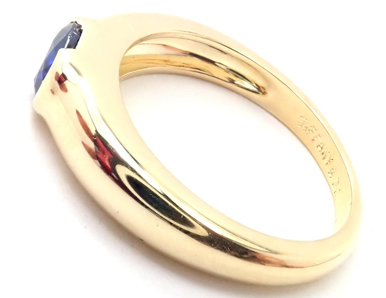 Tiffany & Co Sapphire Yellow Gold Band Ring In Excellent Condition For Sale In Holland, PA