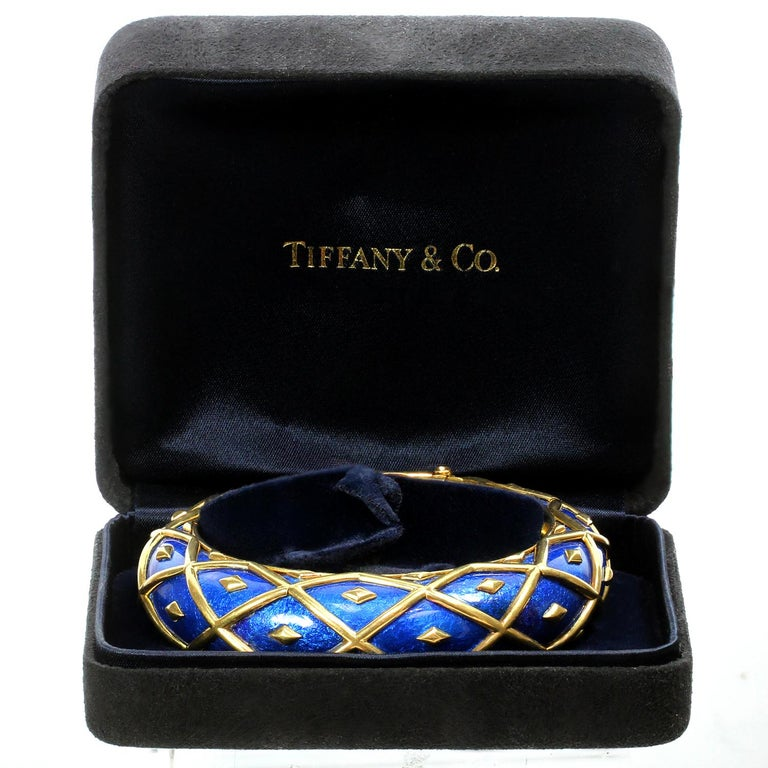This chic Tiffany Dot Losange bangle bracelet was designed by Jean Schlumberger and features a festive iconic design crafted in blue enamel and 18k yellow gold. Made in France circa 2000s. Measurements: 0.70
