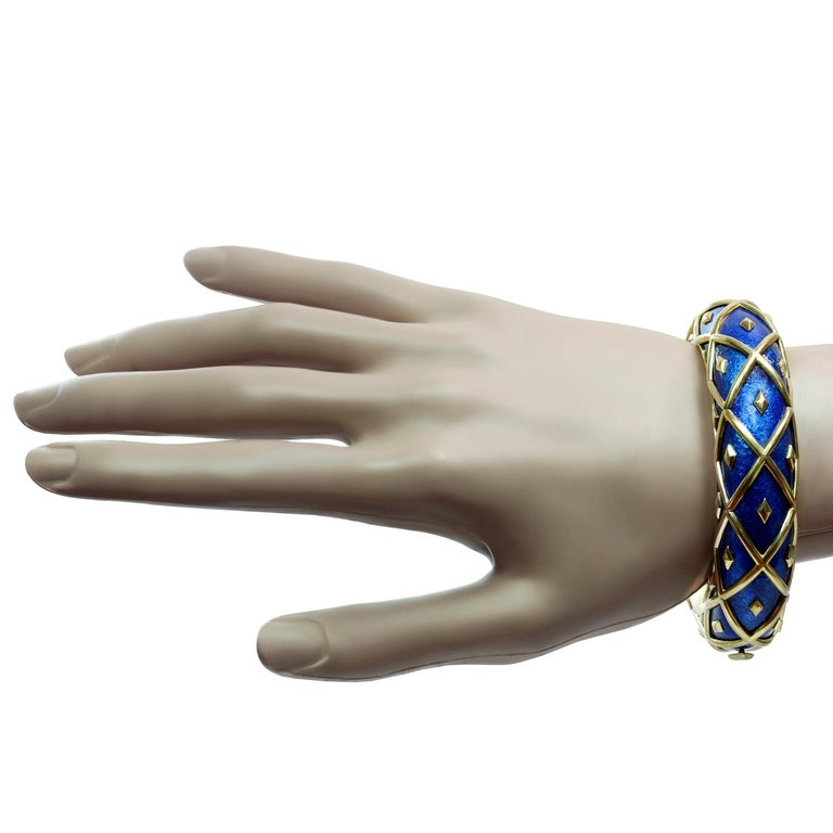 Tiffany & Co. Schlumberger Yellow Gold Blue Enamel Dot Losange Bracelet In Good Condition For Sale In New York, NY