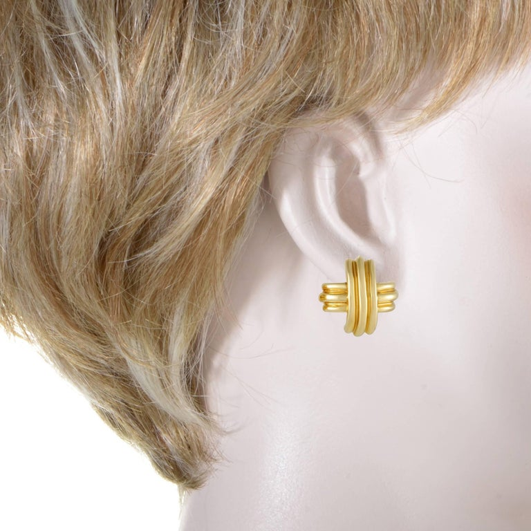Made entirely of fabulous 18K yellow gold and boasting an intriguing shape, these magnificent earrings from Tiffany & Co. exude an aura of minimalistic elegance, graceful smoothness and prestigious excellence. Included Items: Manufacturer's Box
