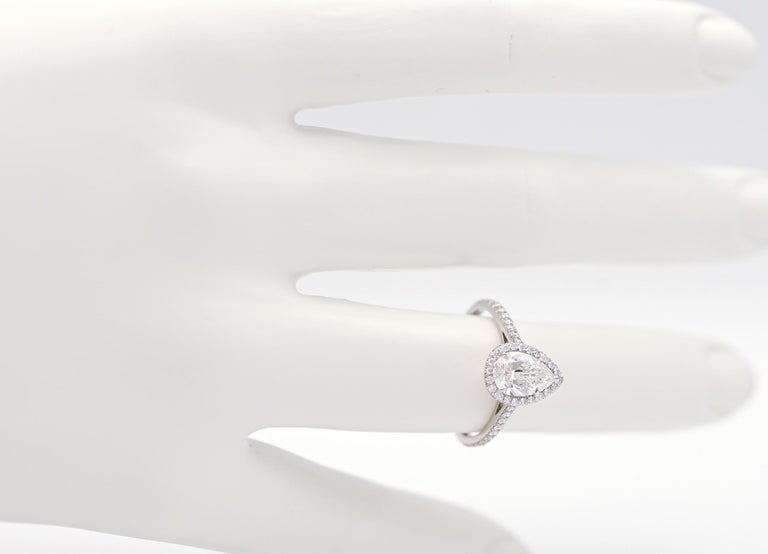 Tiffany & Co. Soleste 1.10 Carat Pear Shape Engagement Ring in Platinum In Excellent Condition For Sale In New York, NY