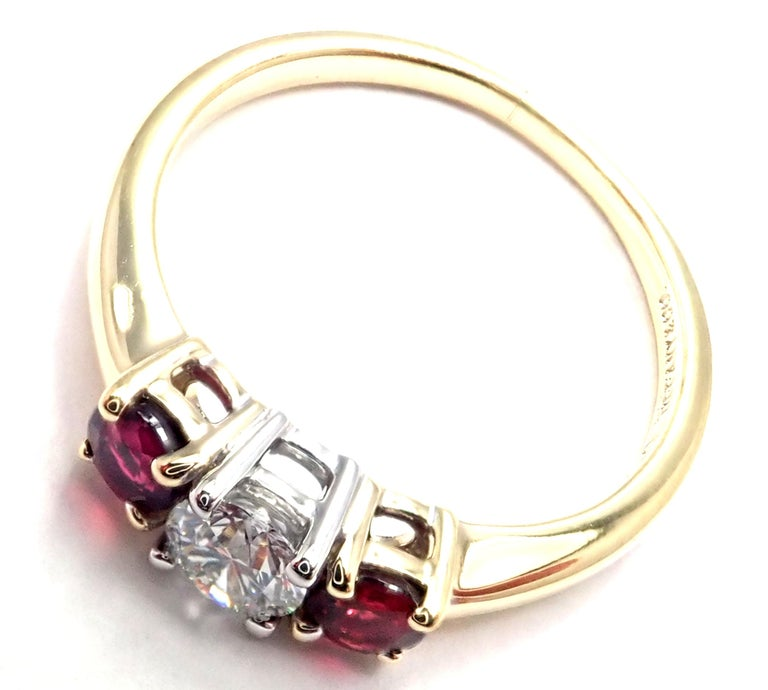 Tiffany & Co. Three-Stone Diamond Ruby Yellow Gold Platinum Band Ring For Sale 2