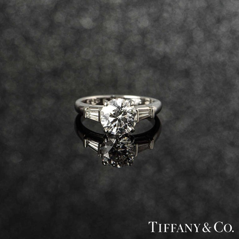 Tiffany & Co. Three-Stone Engagement Ring 2.10 Carat E/VS1 For Sale 1
