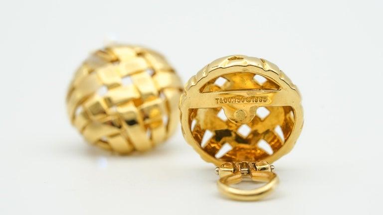 Retro Tiffany & Co. Vannerie Basket Weave Button Ear Clips For Sale