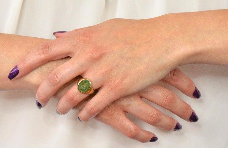 Tiffany & Co. Victorian Intaglio Jade 18 Karat Gold Lion Unisex Signet Ring For Sale 3