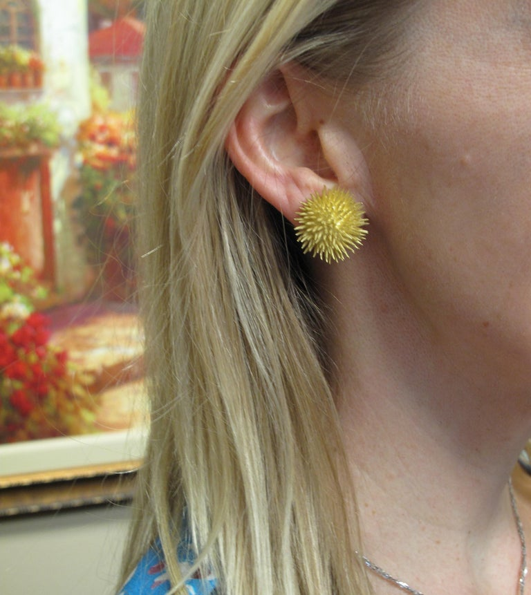 Tiffany & Co. Vintage 18 Karat Yellow Gold Sea Urchin Dome Non-Pierced Earrings For Sale 8