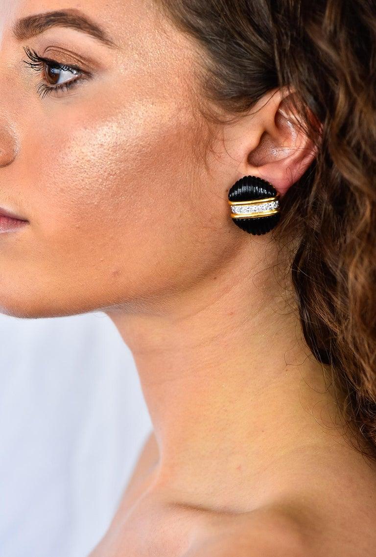 Tiffany & Co. Vintage 1.92 Carat Diamond Onyx 18 Karat Gold Ear-Clip Earrings For Sale 5