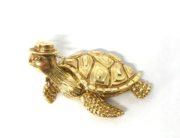 Tiffany & Co. Vintage Hammered Yellow Gold Sea Turtle Brooch Pin In Excellent Condition For Sale In Beverly Hills, CA