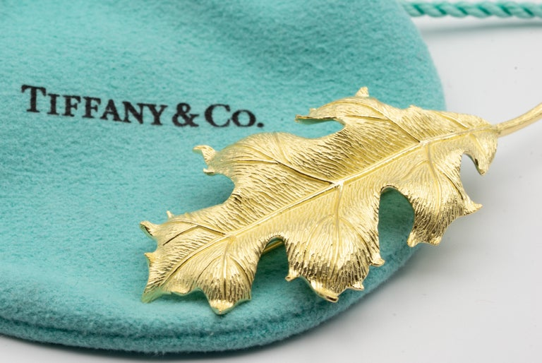 Contemporary Tiffany & Co. Vintage Set of 3 Leaf Brooches in 18 Karat Gold For Sale