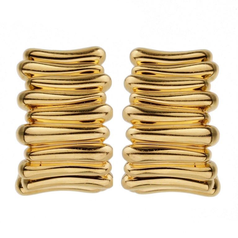 Tiffany & Co Vintage Yellow Gold Earrings In Excellent Condition For Sale In Feasterville, PA